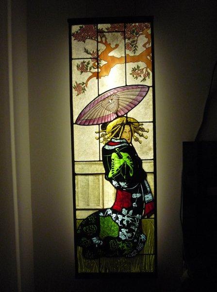 Vitral pintada con dama japonesa