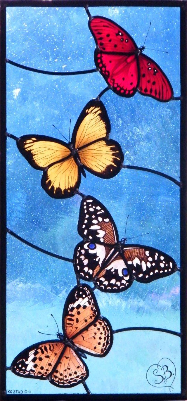 Pannello in vetrata con farfalle