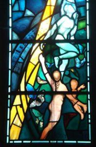 Particolare della vetrata del pellegrinaggio