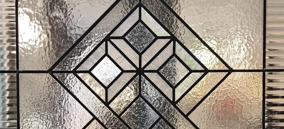 Puerta corredera geométrica detalle