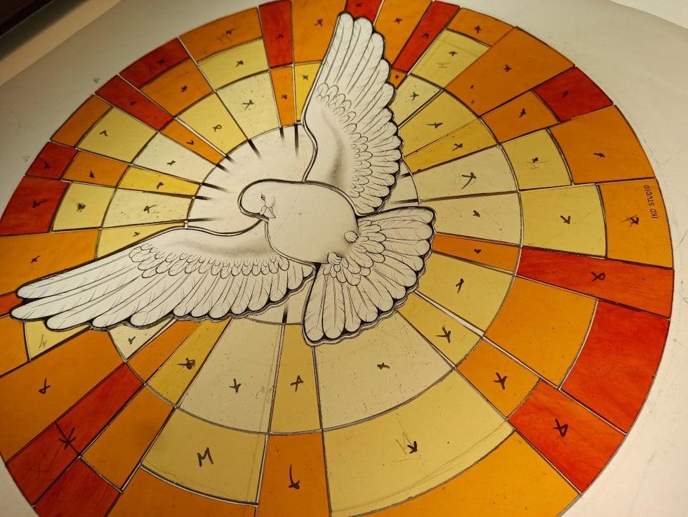 Vitral con el Espíritu Santo lineas de pintura